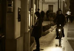 人通りの少ない場所や夜間の利用
