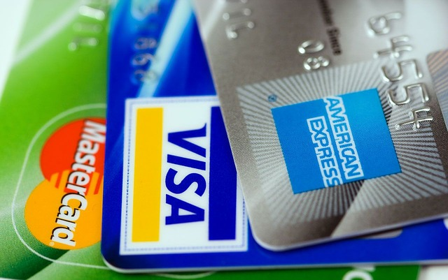 海外旅行には最低2枚以上カードを持っていく